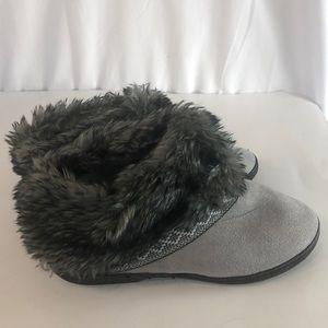 Isotoner Gray Short Slippers 8.5-9